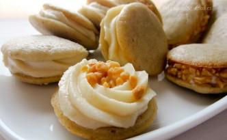 Bananen-Whoopies mit Erdnussfrosting