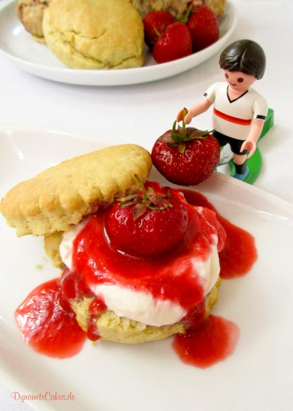 Scones mit Erdbeeren auf DynamiteCakes.de