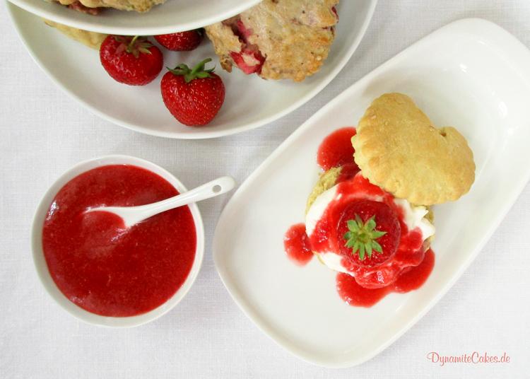Scones mit Erdbeermus auf DynamiteCakes.de