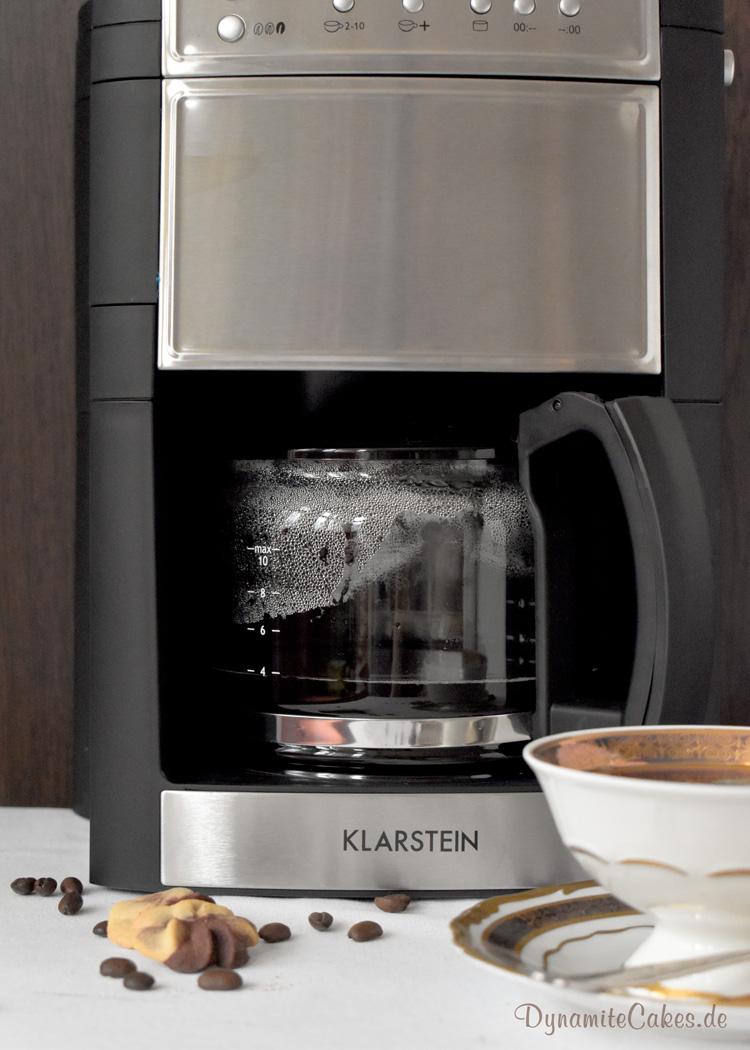 Rosen-Spritzgebaeck mit Kaffee