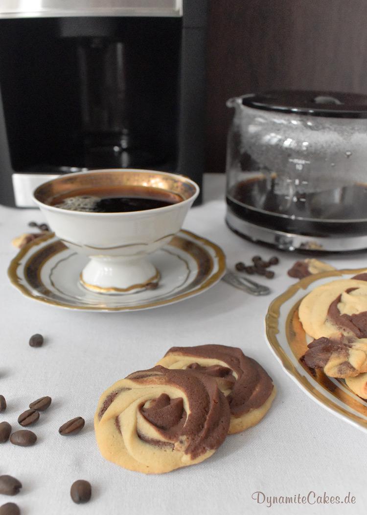 Zweifarbiges Spritzgebäck mit Kaffee auf DynamiteCakes.de