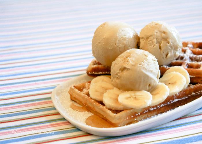 Bananen Eiscreme mit Ahornsirup