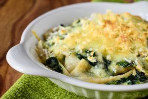 Gebackene Bandnudeln mit Spinat und Käse