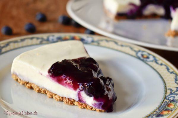White Chocolate Cheesecake mit Blaubeersoße DynamiteCakes.de